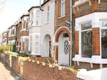 Flat to let, East Road E15 - Garden