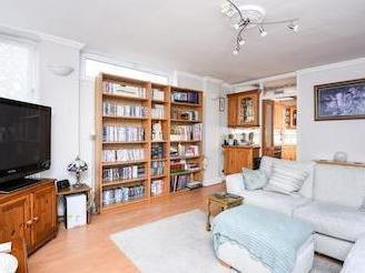 Linstead Way Sw18 - Leasehold, Lift