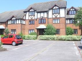 St. Peters Court, West Molesey KT8