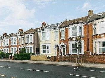Flat to rent, TOOTING SW17 - Flat