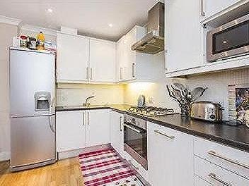 Lavender Hill, SW11 - Double Bedroom