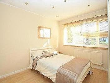 Merton Road, SW19 - Garden, Furnished