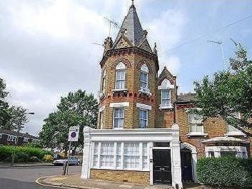Bed flat to rent in Battersea