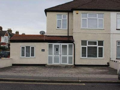 Green Lane, Ilford , IG3 - Detached