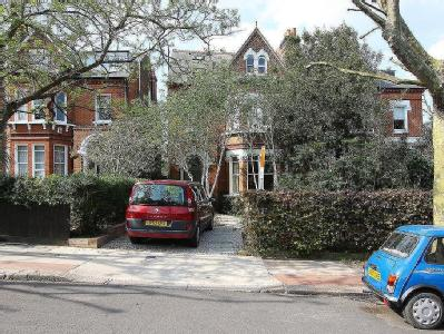 Grove Park London - Detached, Garden