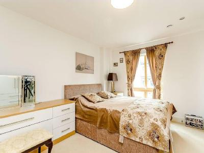 Flat for sale, Holford Way - Modern