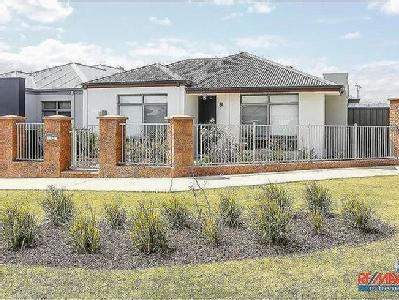 6 homes for rent in banksia grove by remax nestoria 2 rhizome way banksia grove 6031 wa malvernweather Image collections