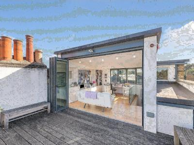 House for sale, Hackney - Balcony