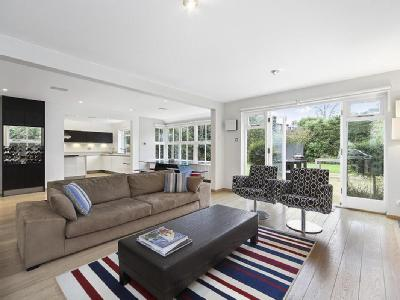 Kings Close, Thames Ditton, Kt7
