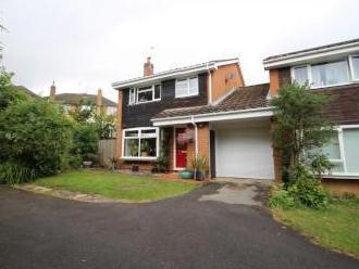 Pitts Close, Binfield RG42 - Detached