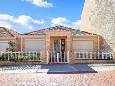 4 bedroom house to rent - Air Con