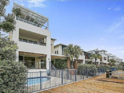 Brindabella Close, Coomera Waters
