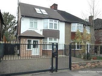 Creswick Road, West Acton W3 - Garden
