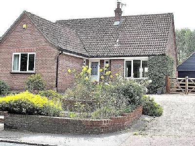 Main Road, Ford End, CM3 - Bungalow