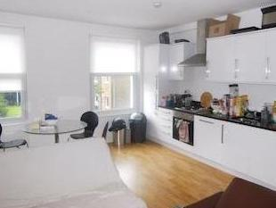 Latchmere Road Sw11 - Double Bedroom