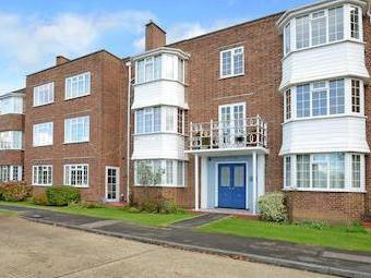 Giggs Hill Gardens, Thames Ditton, Thames Ditton Kt7