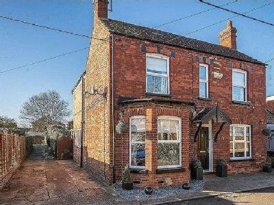House for sale, Millers Close - Patio