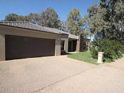 Hennessy Street, Tocumwal