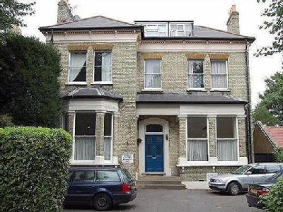 North Common Road, Ealing, W5