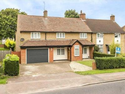 Norton Road, SG6 - Detached, En Suite