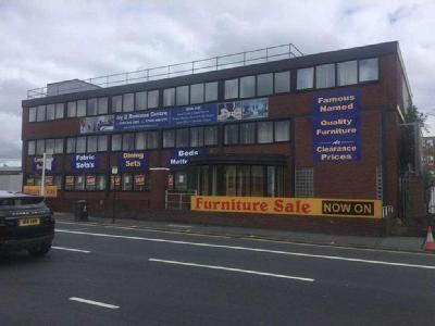 House to rent, Oldham Road - Lift