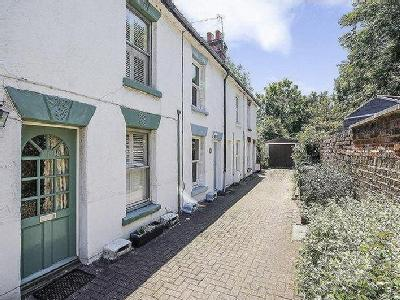 Portsmouth Road, Thames Ditton , KT7