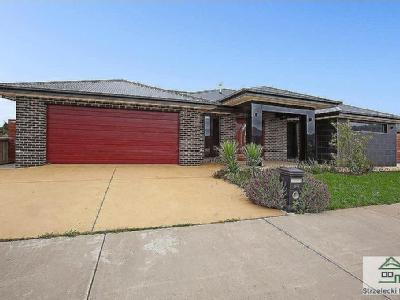 House to buy 84 Davey Drive - Parking