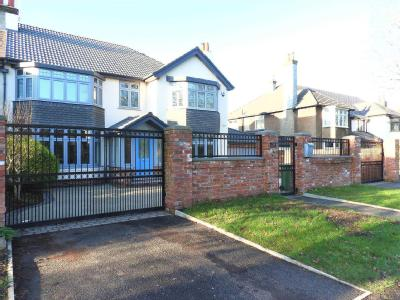 House for sale, Queens Drive - Modern