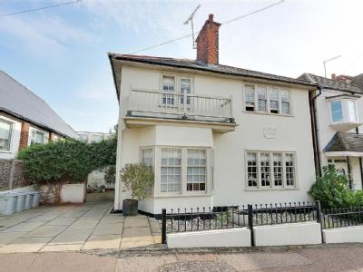 Redcliff Drive,  Leigh-On-Sea, SS9