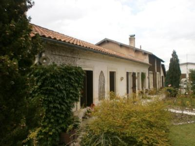 Maisons brillouet saint girons d 39 aiguevives villas for Garage saint girons