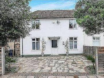 Oakleigh Road North, N20 - Detached