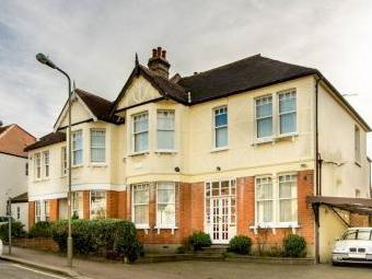 Fitzjohn Avenue, High Barnet En5
