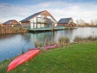 Waters Edge, South Cerney, Cotswolds GL7