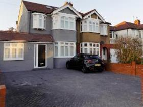 Willow Road, Enfield EN1 - House