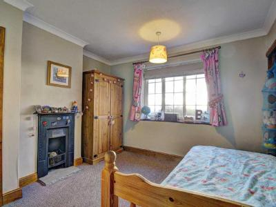 House for sale, Greenlands - Terrace