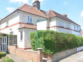 Sturgess Ave, London NW4 - Detached