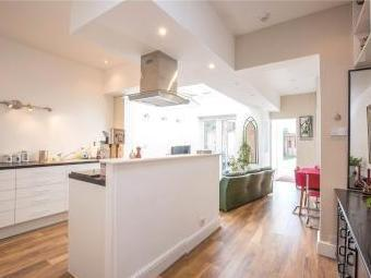 Hutton Grove N12 - Double Bedroom