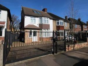 Creswick Road, Acton W3 - En Suite