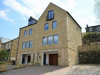 Winterbutlee Grove, Walsden, West Yorkshire OL14