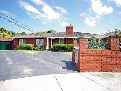 Opal Court, Bentleigh East - Garden