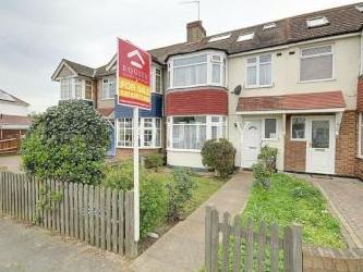 Connaught Avenue, Enfield EN1 - House