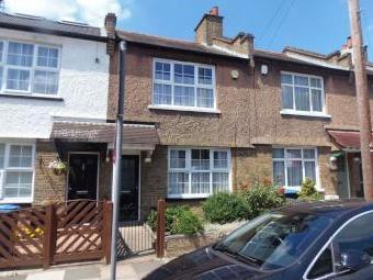 Mafeking Road, Enfield EN1 - Patio