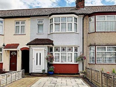 Sandringham Close, Enfield, En1
