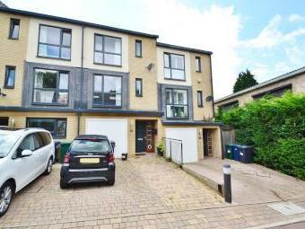 Snowberry Close, High Barnet EN5