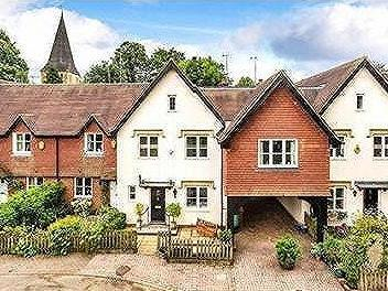 Wellers Court, Shere, Surrey, GU5