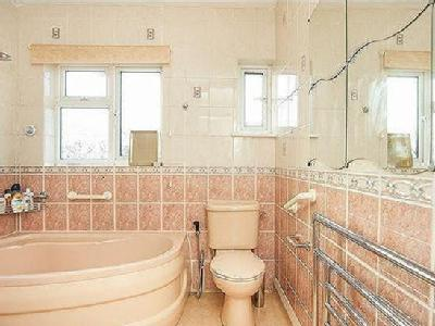 House for sale, Holden Avenue