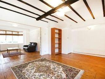 Queens Drive W3 - Double Bedroom