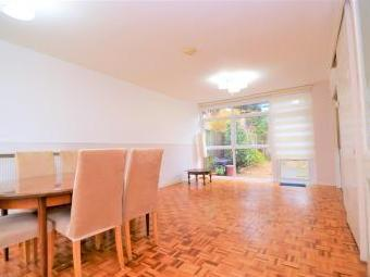 House to let, Sw19 - Garden
