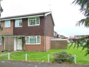 Stroller Close, Thatcham RG19 - House