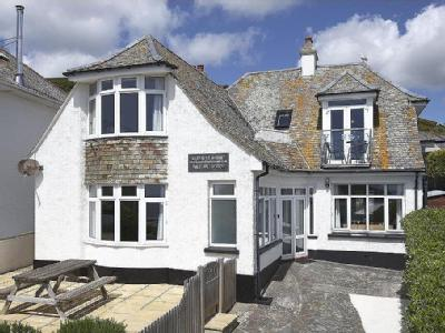 The Crescent,  Looe, PL13 - Reception